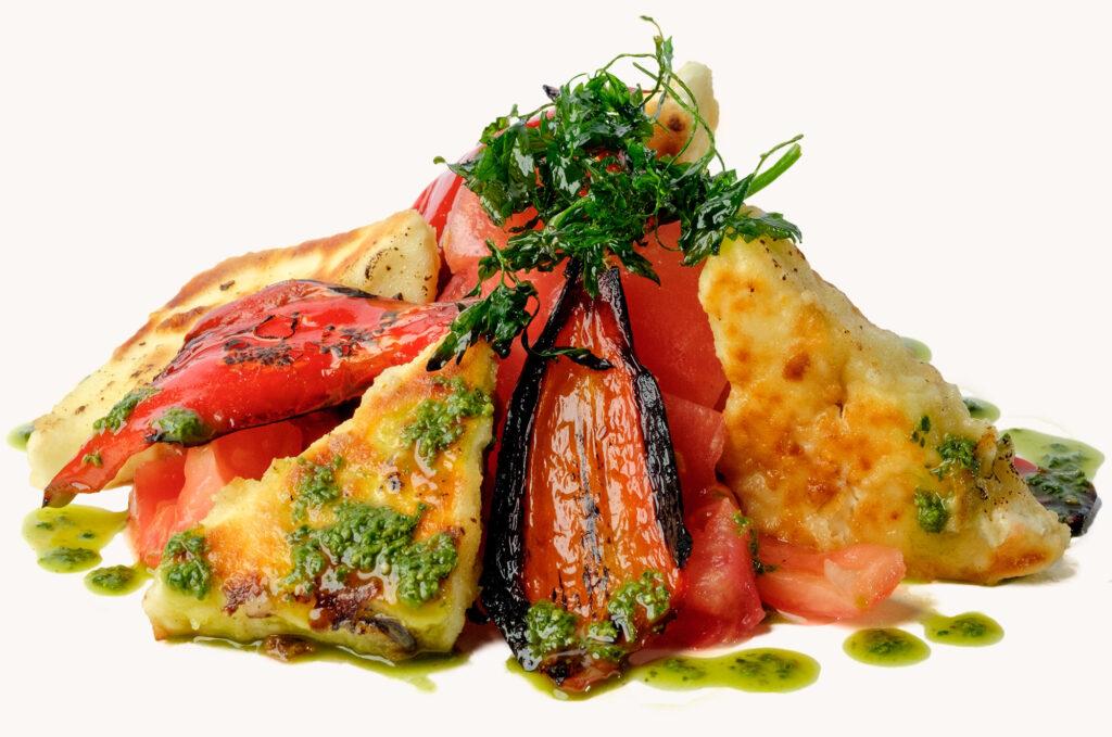 Българска салата с биволско сирене